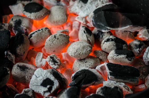 grillkohle gluehen 564
